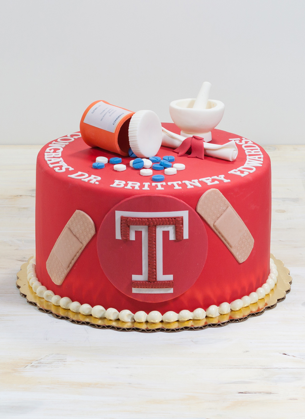 web-temple-doctor-grad-cake-whipped-bakeshop