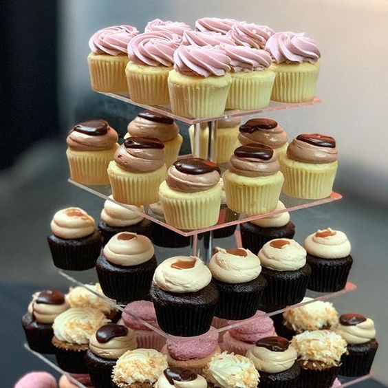 wedding cupcakes design and toppers